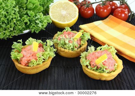 Fresh Cup Corn With Salmon Salad