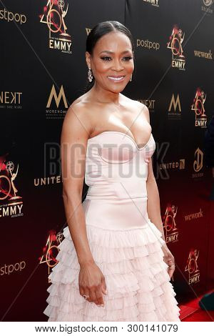 PASADENA - May 5: Robin Givens at the 46th Daytime Emmy Awards Gala at the Pasadena Civic Center on May 5, 2019 in Pasadena, California