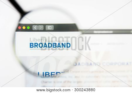Los Angeles, California, Usa - 8 April 2019: Illustrative Editorial Of Liberty Broadband Website Hom