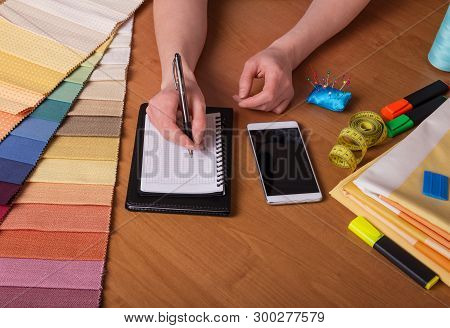 Tailoring Of Curtains. Selection Of Fabrics And Calculation Of The Cost Of Blinds Consultant