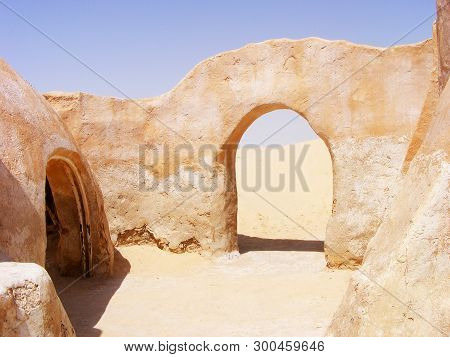 6/28/2010 - Tozeur, Tunisia: Arch And Houses From The Star Wars - Mos Espa, Tatooine