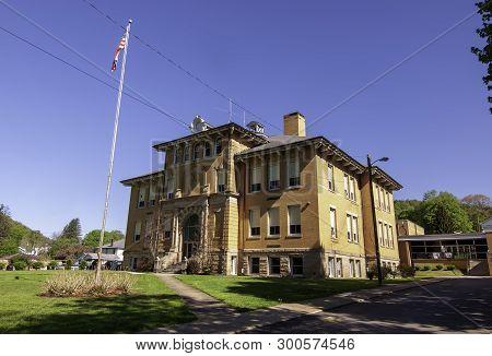 Tidioute, Pennsylvania, Usa 5/11/2019 The Tidioute Charter School, Formerly Hunter School On Main St
