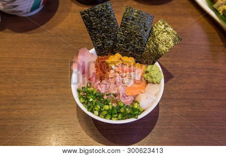 Mixed seafood donburi (rice bowl) with minced tuna, urchin and scallop