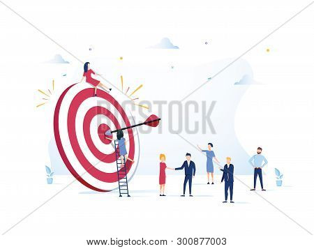 Business Vision, Big Target With People, Teamwork, People Run To Their Goal, Move Up Motivation, Tar