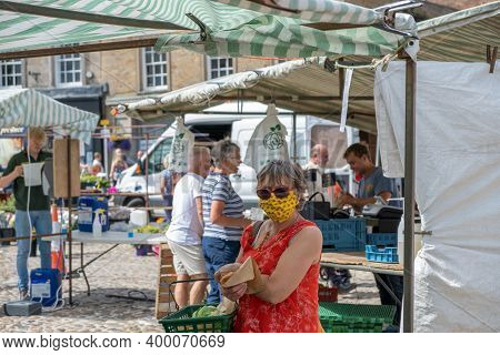 Richmond, North Yorkshire, Uk - August 1, 2020: A Woman Wearing A Face Mask At A Stall At An Outdoor