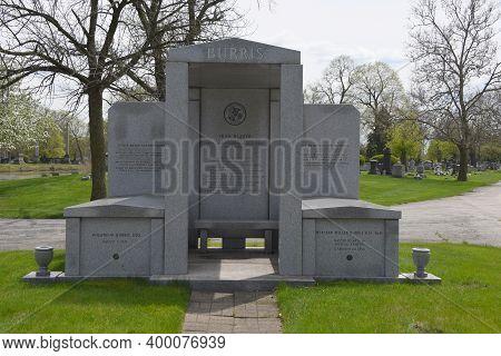 Chicago, Il May 7, 2020, Former Senator Roland Burris Burial Site Gravesite Tombstone Oak Woods Ceme