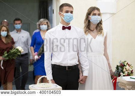 20 11 2020. Belarus, The City Of Gomil. Marriage. Bride And Groom Wearing Medical Masks. Getting Mar