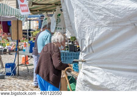 Richmond, North Yorkshire, Uk - August 1, 2020: An Elderly Woman Incorrectly Wearing A Face Mask Pay