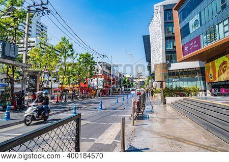 Bangkok/thailand-31 Dec 2019:unacquainted People Walking In Siam Square At Bangkok City Thailand.sia
