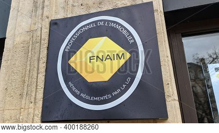 Bordeaux , Aquitaine  France - 12 15 2020 : Fnaim Logo Yellow And Text Sign Front Of Entrance Office