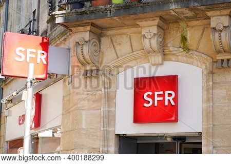 Bordeaux , Aquitaine  France - 12 15 2020 : Sfr Red Sign And Text Logo French Phone Operator Brand S
