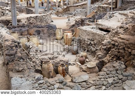 Santorini, Greece - September 18, 2020: Recovered Ancient Pottery In Prehistoric Town Of Akrotiri, O