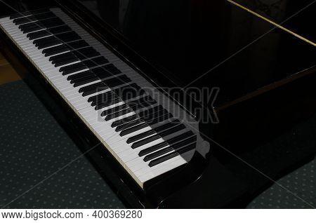 Grand Piano Black Playing Grand Piano Grand Piano In The Game Room Piano Keyboard