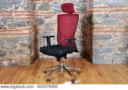 Comfortable And Stylishly Designed Black And Red Office Chair In Front Of A Wall