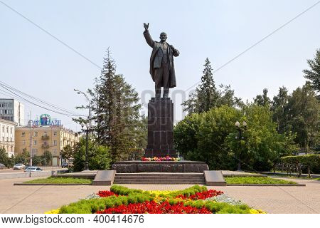 Irkutsk, Russia - July 25 2018: Monument To Lenin Created In 1952 By Sculptor N. V. Tomsky And Archi