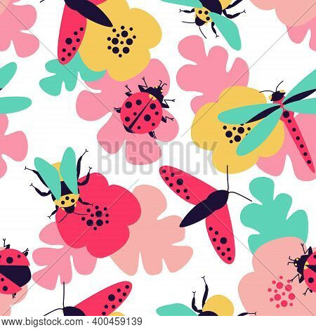 Close-up Seamless Pattern With Insects - Butterfly, Bumblebee, Dragonfly, Ladybug And Floral Motifs.
