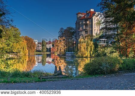 Berlin, Germany - November 7, 2020: Park At The Shore Of Lake Lietzen With The Building Of Haus See-
