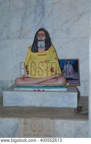 Gujarat, India-february 2, 2010: Statuette And Photography Of A Guru In A Hindu Temple.