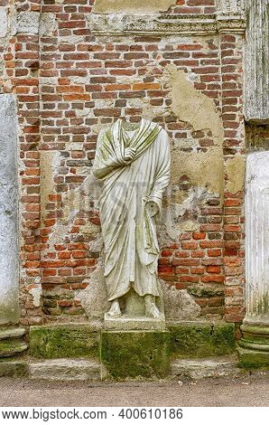 Headless Nameless Statue Stylized In Ancient Times Standing In A Niche Of The Wall (tsarskoye Selo,