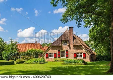 Dalfsen, Netherlands - Jjune 20, 2020: Farmhouse At Estate Den Aalshorst In The Hamlet Of Millingen