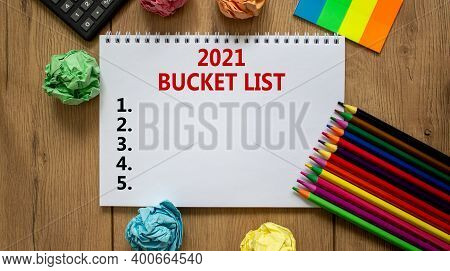 2021 Bucket List Symbol. White Note With Inscription '2021 Bucket List' On Beautiful Wooden Table, C