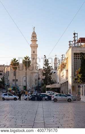 Bethlehem, Israel, December 09, 2020 : A Mosque With A High Minaret Rises Above The Central Square I