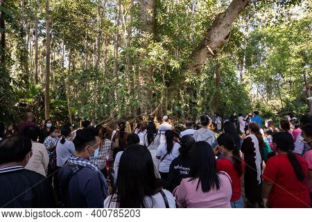 Udon Thani, Thailand-december 22, 2020: Buddhists Pray To The Holy Serpent Before Wat Pa Kham Chanod