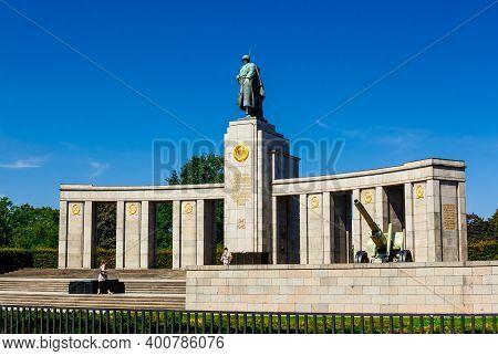 Berlin, Germany - 22 August 2011: The Soviet War Memorial (tiergarten) Was Erected In 1945, Within A