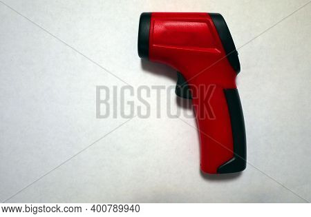 Pyrometer For Measuring The Temperature Of An Object. Device For Measuring The Temperature Of A Subs