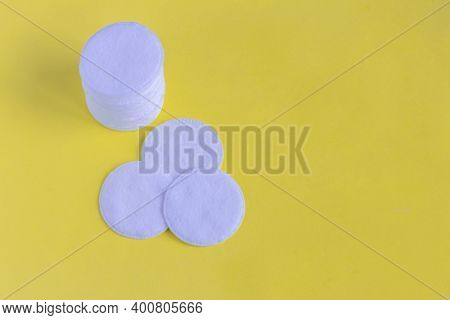 Cotton Pads For Skin Care, For Cleansing The Face From Cosmetics. Cosmetic Products.cotton Pads On A