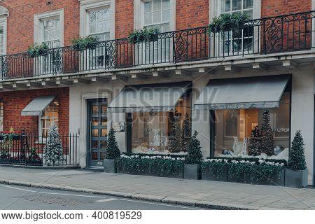London, Uk - December 5, 2020: Christmas Decorations Outside Jo Hansford Hair Salon On S Audley St I