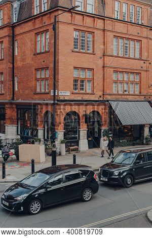 London, Uk - December 5, 2020: High Angle View Of Cars And People On Duke Street In Mayfair, An Affl