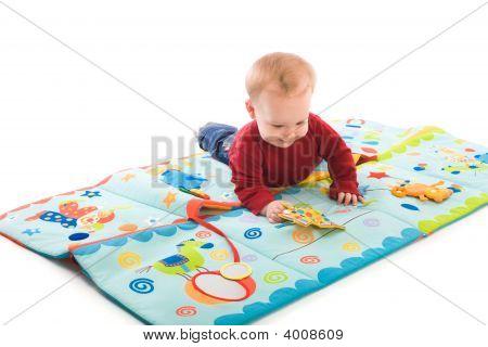 Baby Boy mit Spielzeug spielen