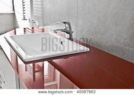 Red Lavabo Board Closer