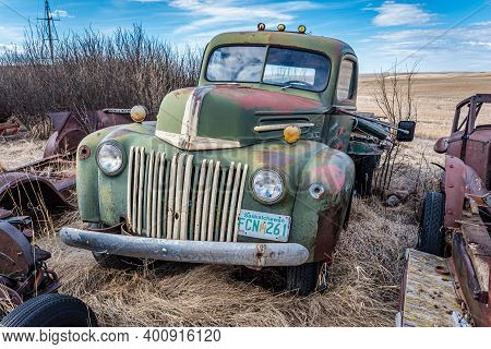 Swift Current, Sk- April 20, 2020: Abandoned Vintage Ford Two Ton Truck On The Prairies In Saskatche