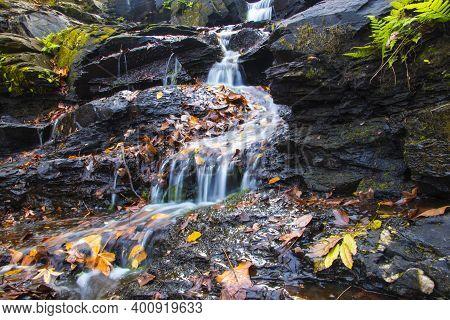 Augusta, Ga Usa - 12 12 20: Augusta Canal Trail Waterfall On Rock Slabs Long Shutter