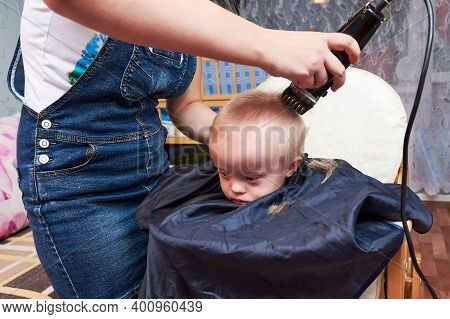 Mother Cutting Her Sons Hair At Home Taking Advantage Of The Confinement By The Covid-19