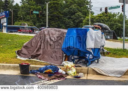 Dekalb County, Ga / Usa - 07 07 20: View Of Homeless Camp At The Edge Of A Busy Kroger Shopping Cent