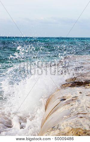 Beautiful splashes of sea waves