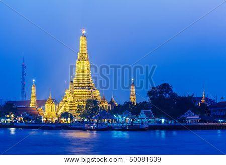 Wat Arun in Bangkok at night