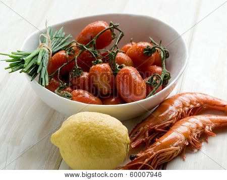 shrimp tomatoes and lemon