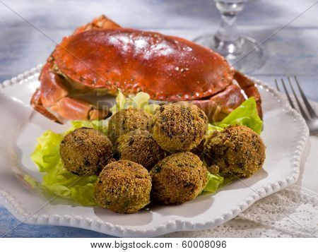crab meatballs with green salad