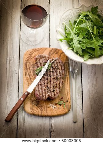 grilled tenderloin with arugula salad
