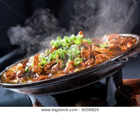 Steaming hot chinese food