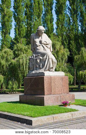 Soviet War Memorial (treptower Park) Motherland Statue.