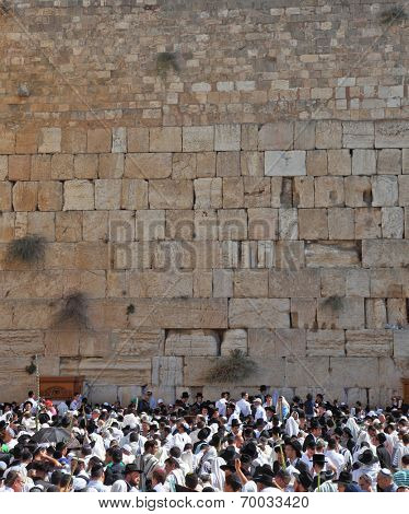 JERUSALEM, ISRAEL - OCTOBER 16, 2011:  Thousands of Jews had gathered for morning prayers on the feast of Sukkot.  The Holy Western Wall of the Temple