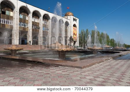 Fountain On Ala-too Square