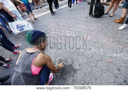 Writing messages of support in chalk