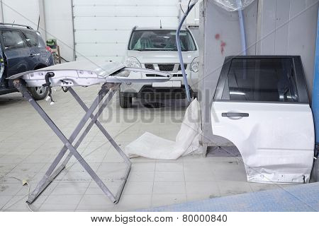 Stand with details for body repair