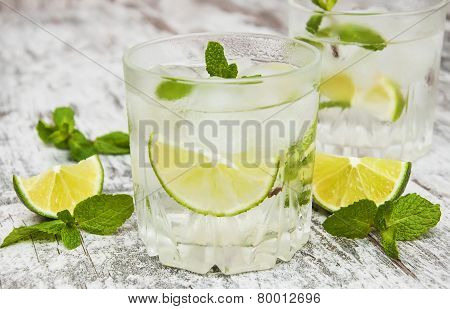 Cold Fresh Lemonade Drink